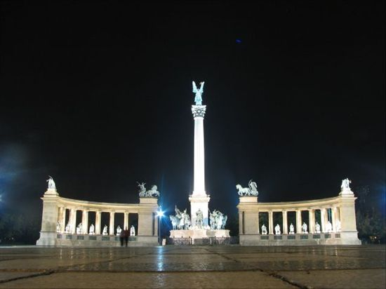 67_heroes_square_budapest_hungary_500