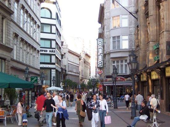 70_vaci_street_budapest_hungary_500