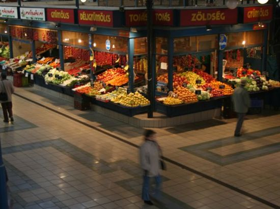 83_central_market_budapest_hungary_500